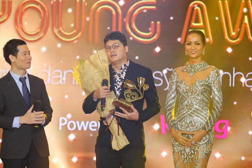 Soobin Hoàng Sơn lập hattrick tại Keeng Young Awards 2017 - Ảnh 12.