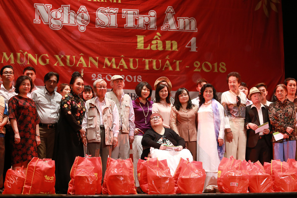 Nghệ sĩ Kim Cương, Thành Lộc, Hữu Châu... chúc tết sớm - Ảnh 7.