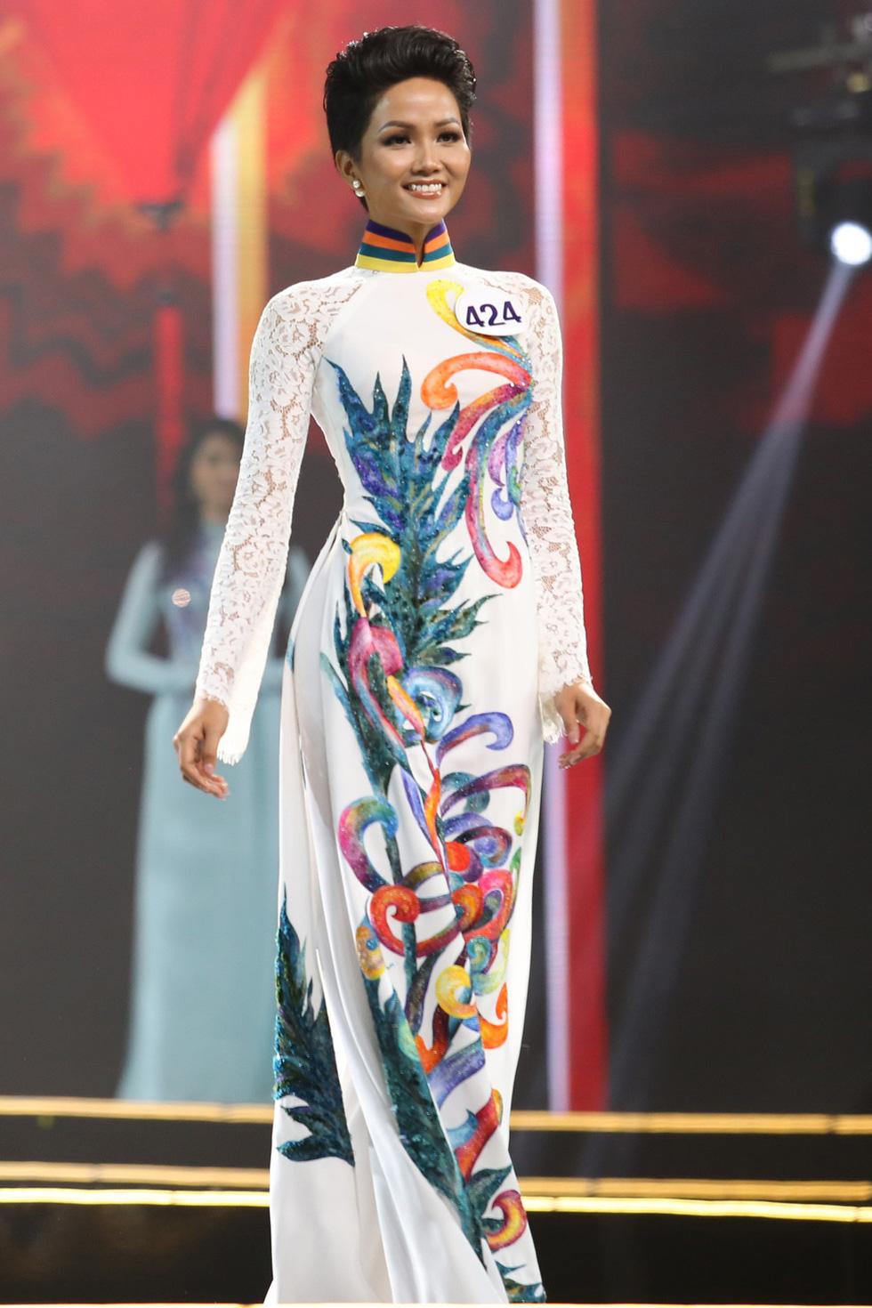 Ngắm nhan sắc tân hoa hậu HHen Niê qua các vòng thi - Ảnh 4.