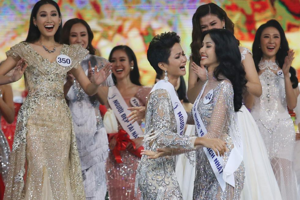 Ngắm nhan sắc tân hoa hậu HHen Niê qua các vòng thi - Ảnh 11.