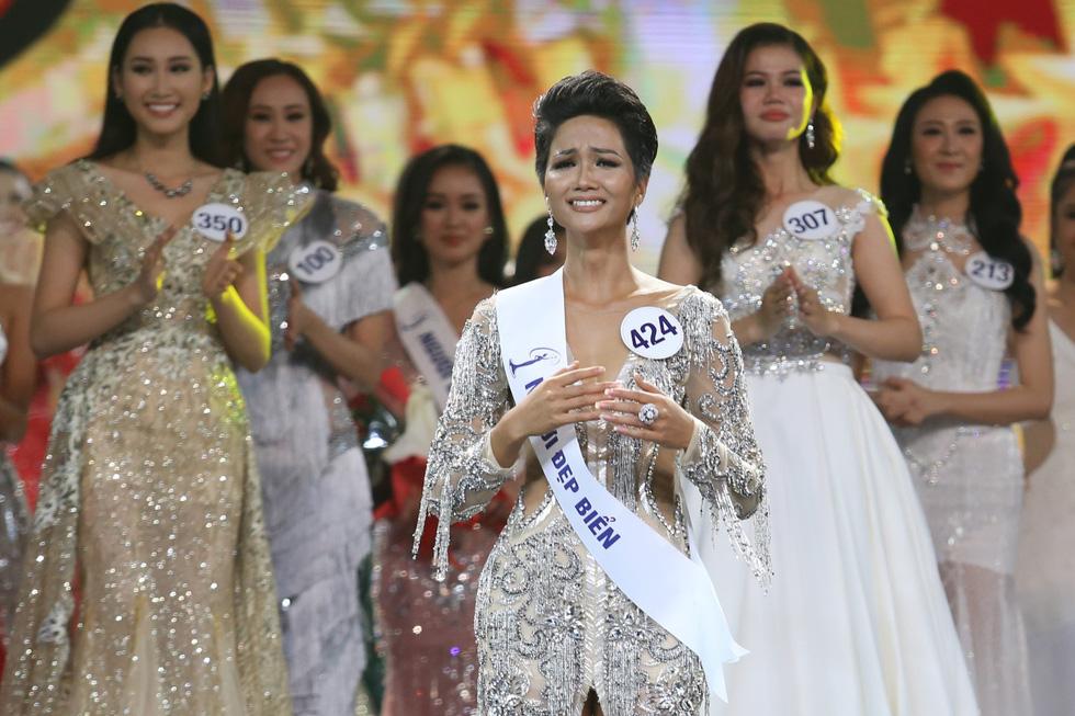 Ngắm nhan sắc tân hoa hậu HHen Niê qua các vòng thi - Ảnh 13.