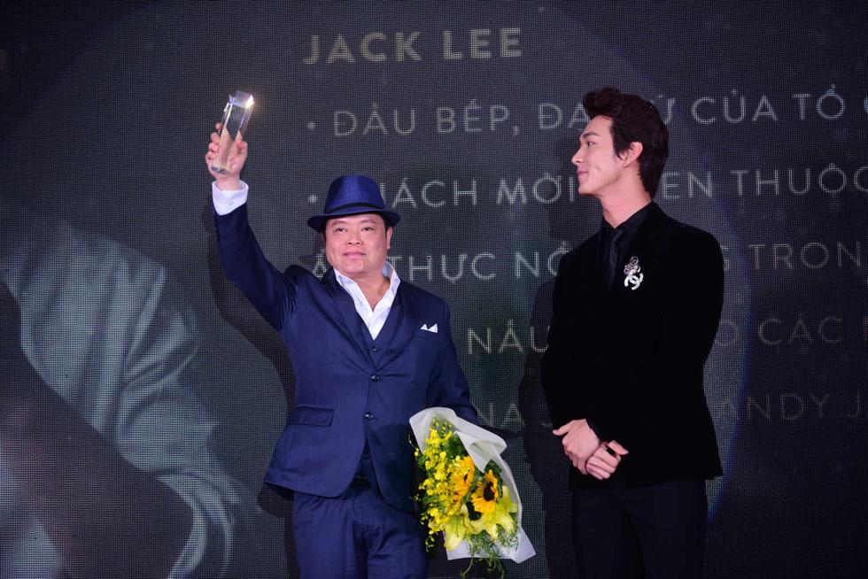 Hữu  Châu - người đàn ông biểu tượng của năm 2017 - Ảnh 7.