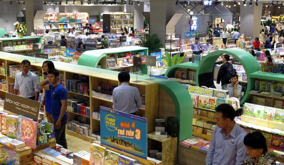 Thành phố sách châu Âu quyến rũ giữa Sài Gòn - Ảnh 4.