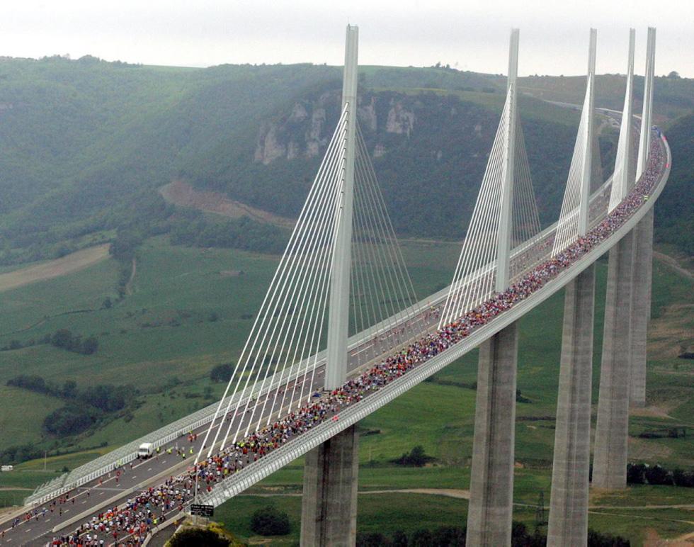 10 cây cầu nổi tiếng thế giới - Ảnh 7.