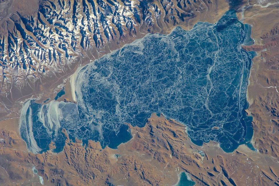 Ngắm ảnh 'nóc nhà thế giới' từ vệ tinh cực hùng vĩ - Ảnh 9.
