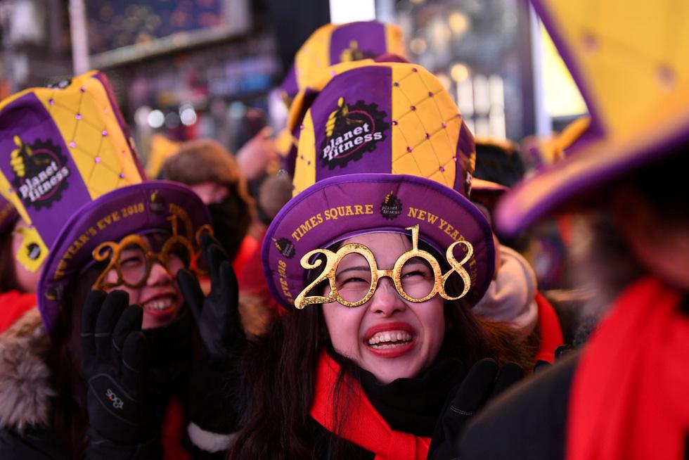 Những phong tục đón năm mới độc đáo trên thế giới - Ảnh 1.