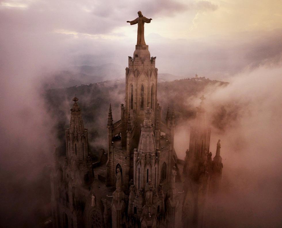 Vẻ đẹp kì ảo của các địa danh nổi tiếng nhìn từ flycam - Ảnh 11.