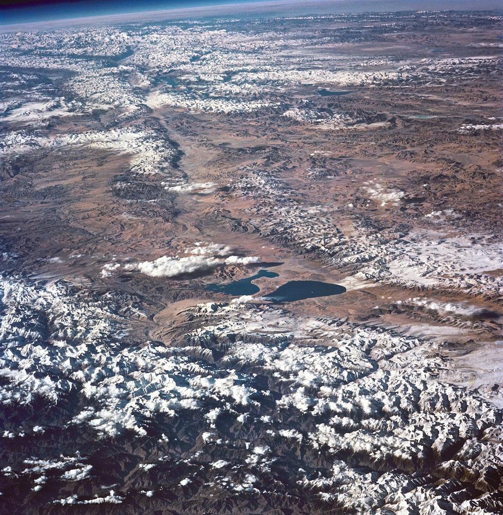Ngắm ảnh 'nóc nhà thế giới' từ vệ tinh cực hùng vĩ - Ảnh 11.