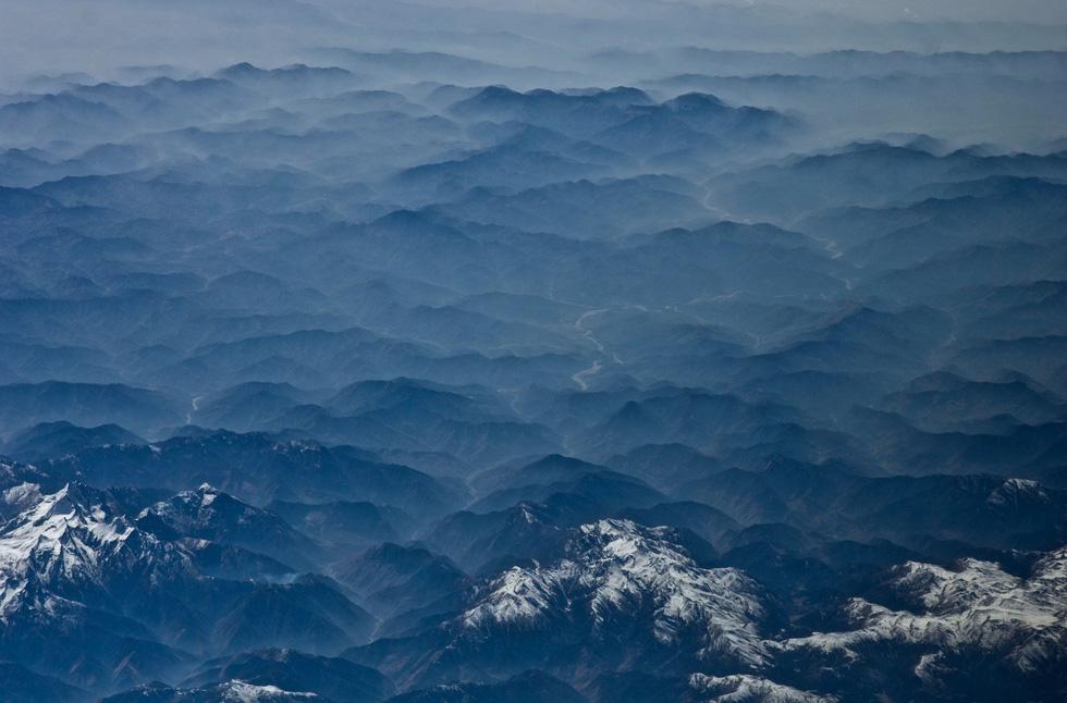 Ngắm ảnh 'nóc nhà thế giới' từ vệ tinh cực hùng vĩ - Ảnh 12.