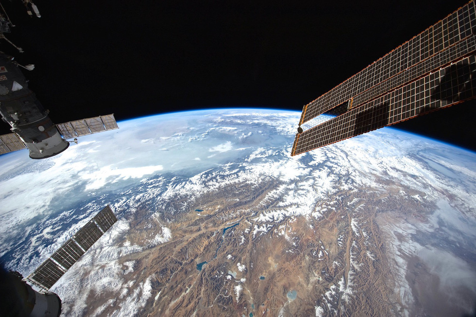 Ngắm ảnh 'nóc nhà thế giới' từ vệ tinh cực hùng vĩ - Ảnh 13.