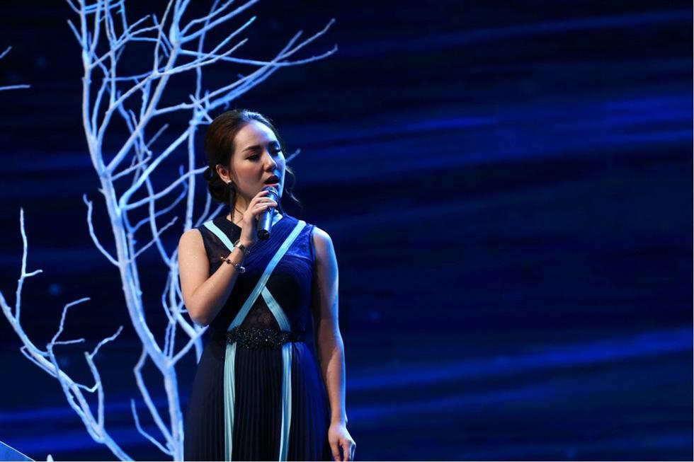 Uyên Linh hát Lời tỏ tình của mùa xuân trong Giai điệu tự hào - Ảnh 5.