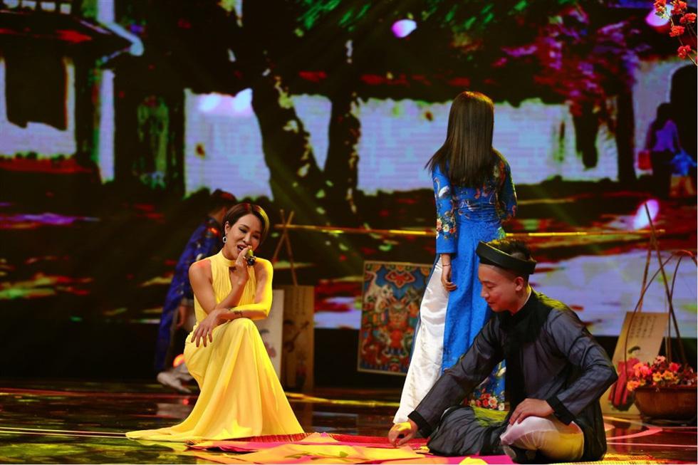 Uyên Linh hát Lời tỏ tình của mùa xuân trong Giai điệu tự hào - Ảnh 2.