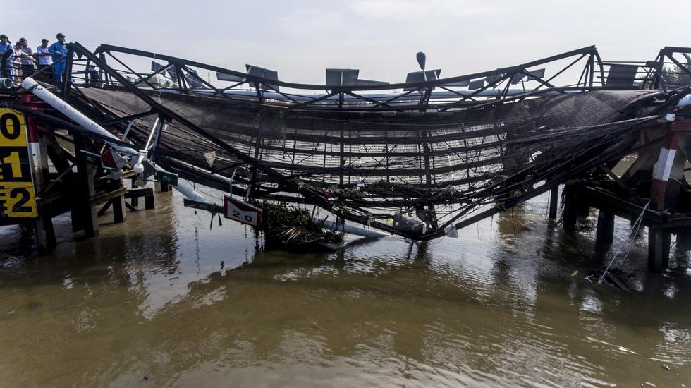 Hiện trường vụ sập cầu Long Kiển nhìn từ trên cao - Ảnh 4.