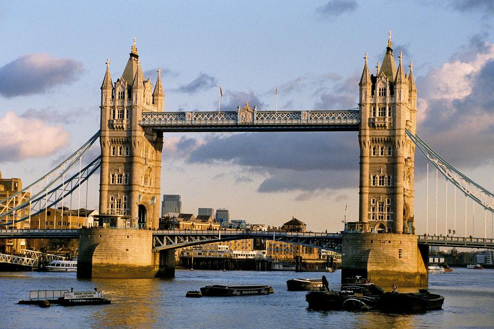 10 cây cầu nổi tiếng thế giới - Ảnh 3.