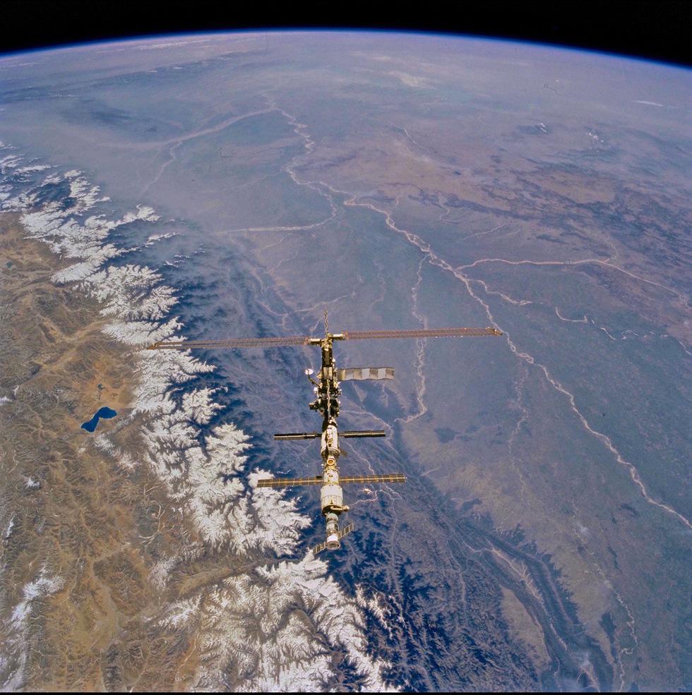 Ngắm ảnh 'nóc nhà thế giới' từ vệ tinh cực hùng vĩ - Ảnh 2.
