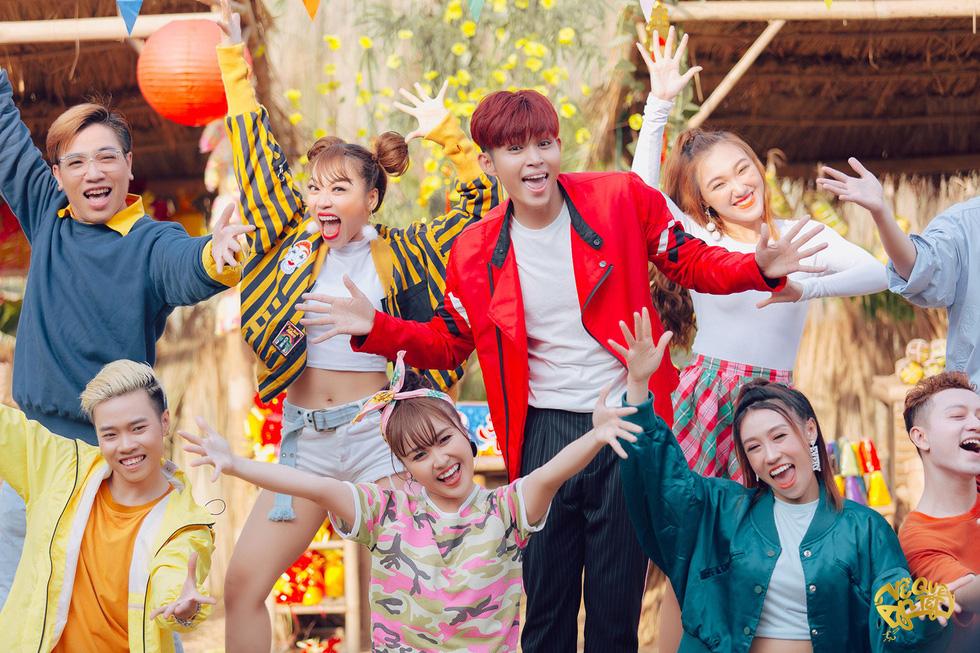Jun Phạm bắt tay Mew Amazing ra mắt MV Về quê ăn Tết - Ảnh 8.