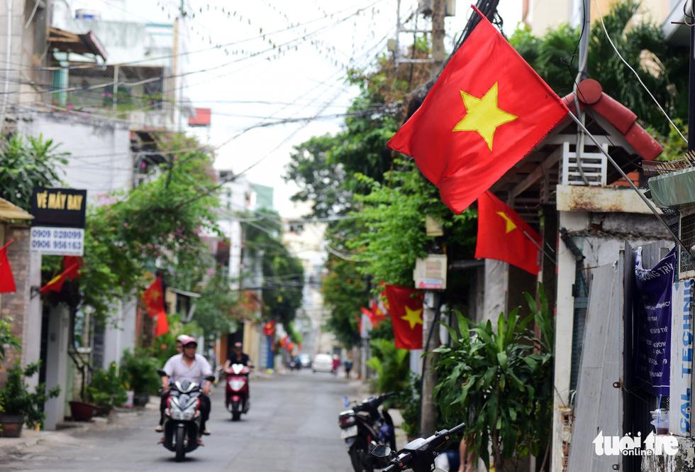 Phố xá Sài Gòn vắng vẻ, se lạnh ngày đầu năm - Ảnh 7.