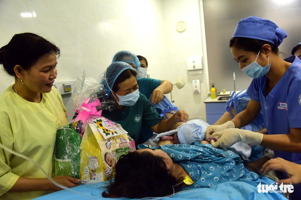4 bé chào đời đúng thời khắc giao thừa ở TP.HCM - Ảnh 4.