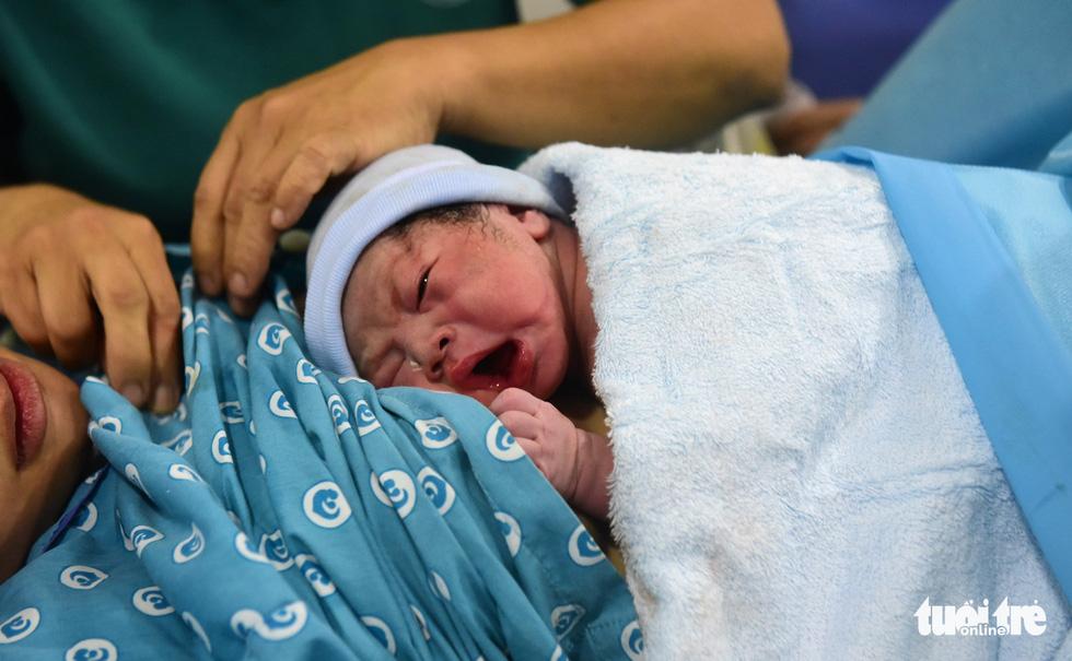 4 bé chào đời đúng thời khắc giao thừa ở TP.HCM - Ảnh 6.