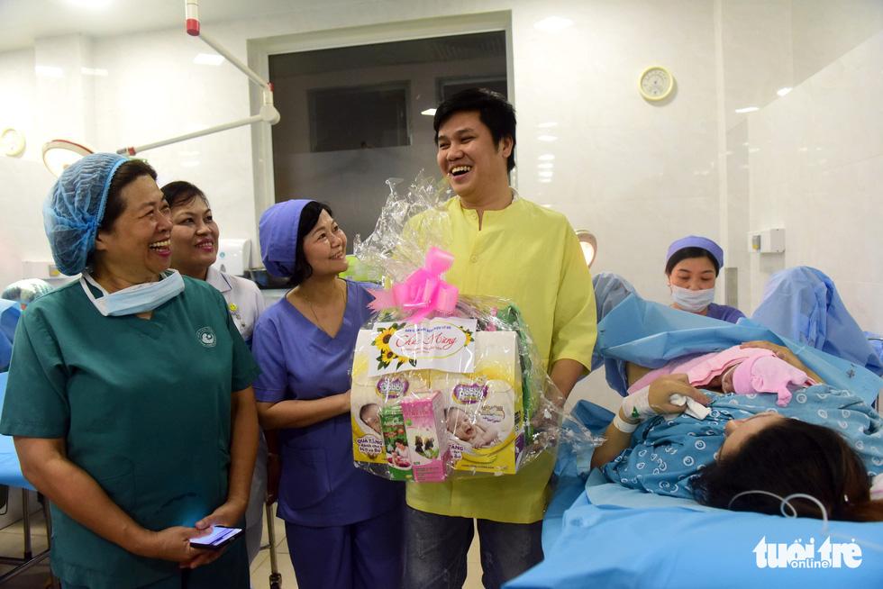 4 bé chào đời đúng thời khắc giao thừa ở TP.HCM - Ảnh 1.