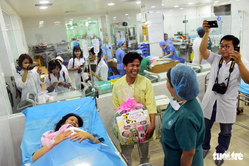 4 bé chào đời đúng thời khắc giao thừa ở TP.HCM - Ảnh 8.