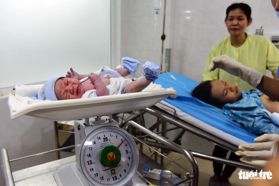 4 bé chào đời đúng thời khắc giao thừa ở TP.HCM - Ảnh 9.