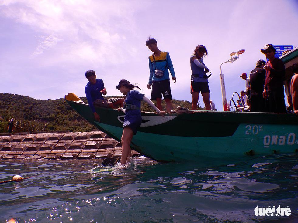 Nữ kiểm lâm dưới đáy biển - Ảnh 5.