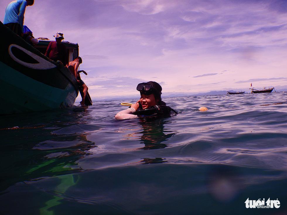 Nữ kiểm lâm dưới đáy biển - Ảnh 7.