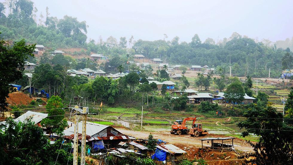 Sau thảm họa sạt lở núi, hồi sinh từ làng mới Khe Chữ - Ảnh 1.