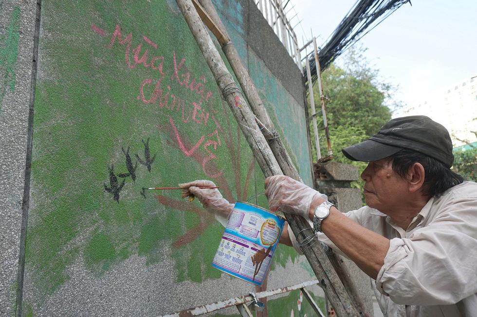 Người họa sĩ già và những bức tường cũ của Sài Gòn - Ảnh 8.