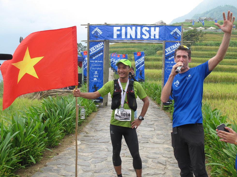 Trần Duy Quang vô địch cự ly 70km tại Vietnam Trail Marathon 2019 - Ảnh 1.