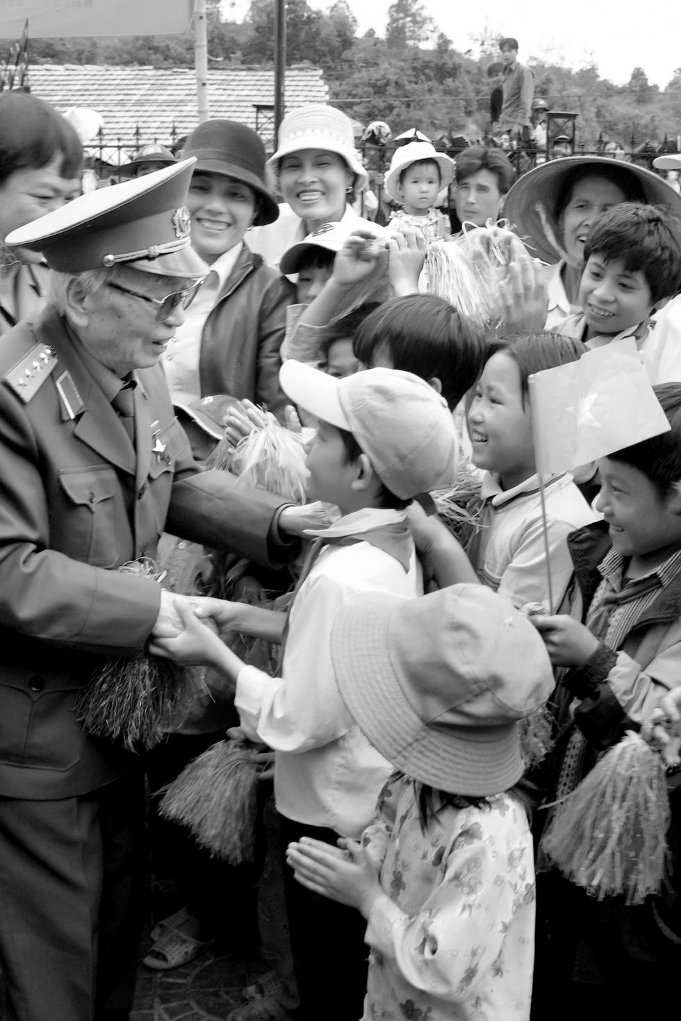Xem những bức ảnh quý hiếm về Đại tướng Võ Nguyên Giáp - Ảnh 22.