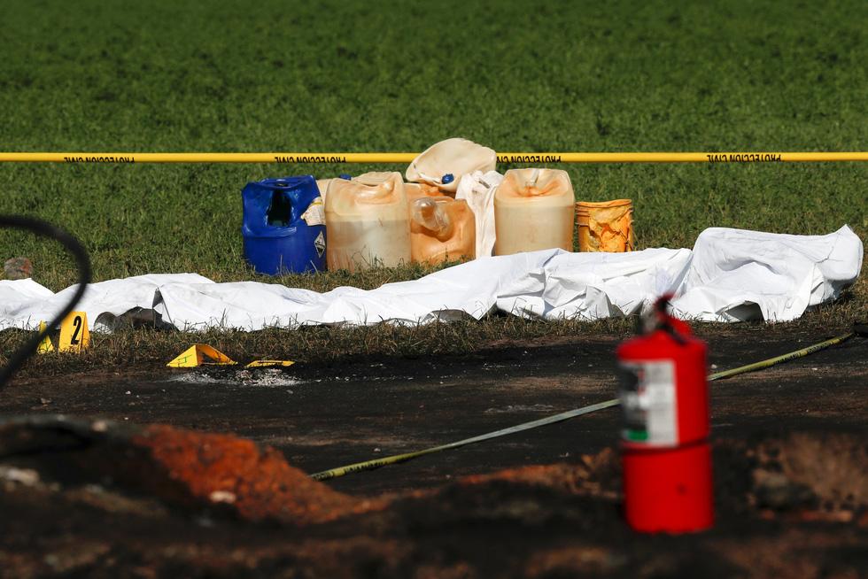 Đục đường ống dẫn dầu lấy cắp, liều mạng vì thiếu thốn - Ảnh 1.