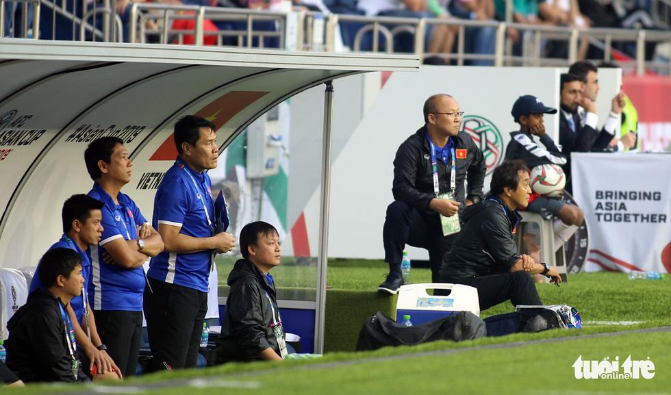 Đủ kiểu biểu cảm của ông Park khi căng thẳng trước Jordan - Ảnh 3.