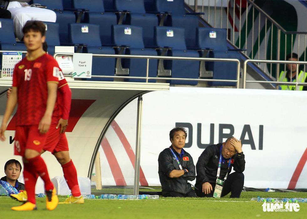 Đủ kiểu biểu cảm của ông Park khi căng thẳng trước Jordan - Ảnh 5.