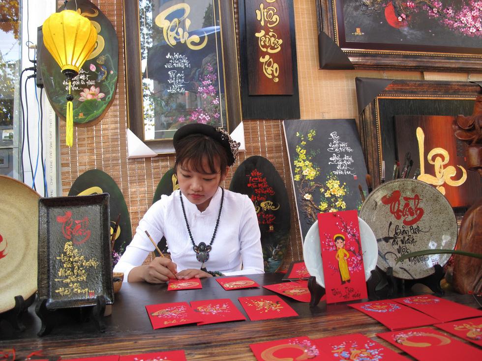 Tết Việt ở Nhà văn hóa Thanh niên TP.HCM nhiều màu sắc - Ảnh 5.
