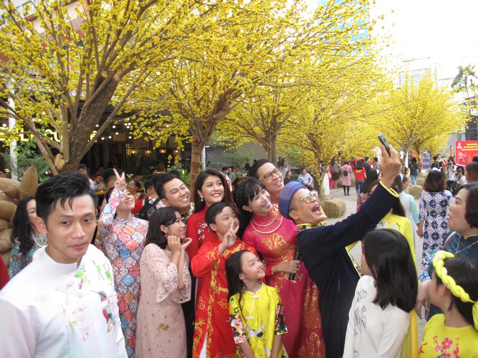 Tết Việt ở Nhà văn hóa Thanh niên TP.HCM nhiều màu sắc - Ảnh 4.