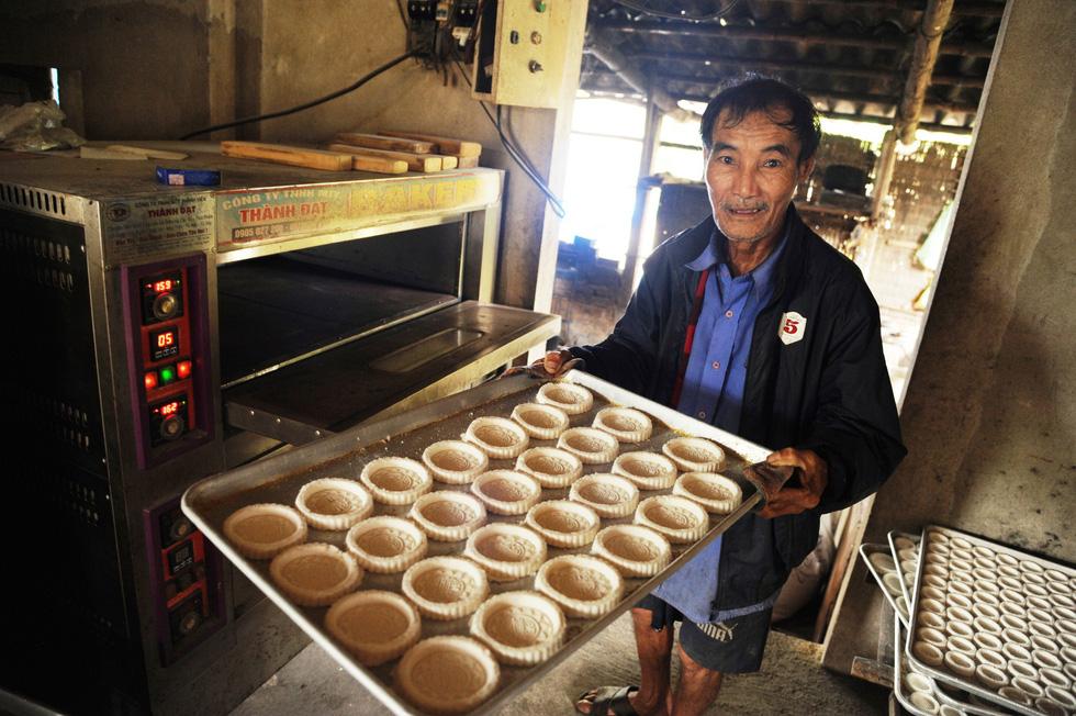 Những làng bánh xứ Quảng tất bật vào tết - Ảnh 4.