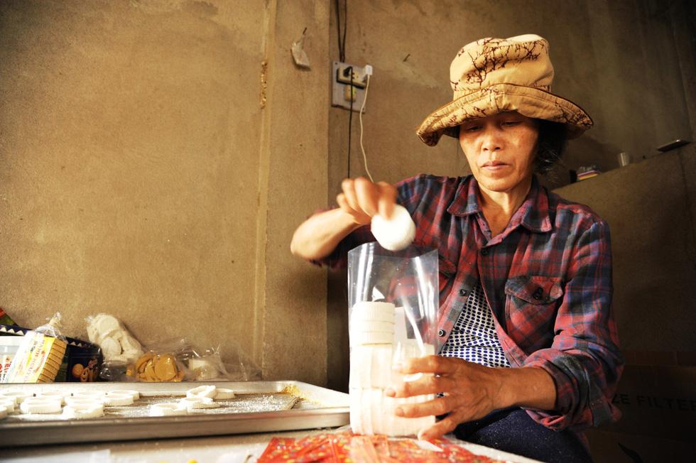 Những làng bánh xứ Quảng tất bật vào tết - Ảnh 5.