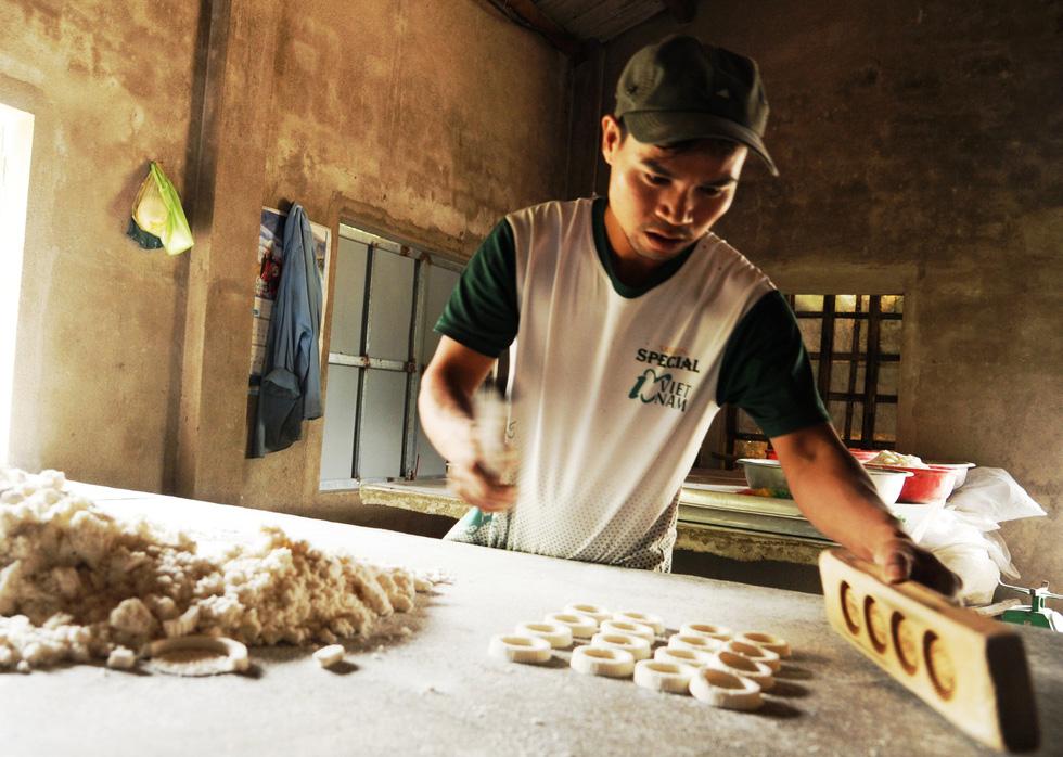 Những làng bánh xứ Quảng tất bật vào tết - Ảnh 3.