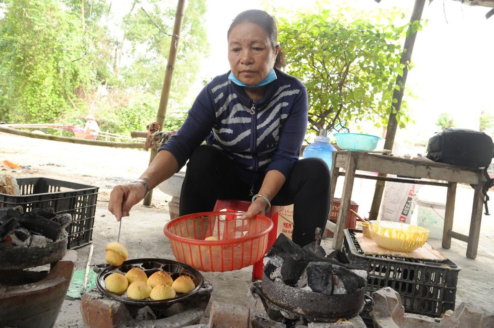 Những làng bánh xứ Quảng tất bật vào tết - Ảnh 8.
