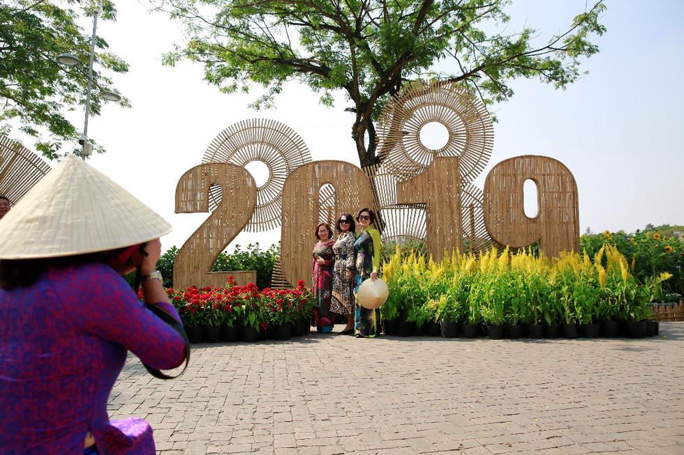 Háo hức khai mạc Hội chợ hoa xuân Phú Mỹ Hưng - Ảnh 4.