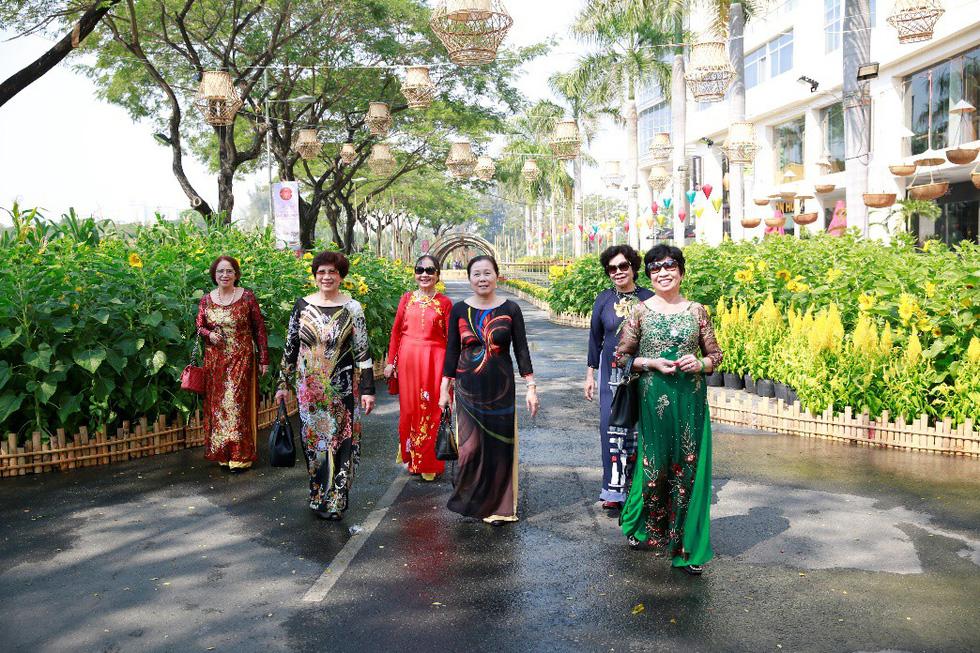 Háo hức khai mạc Hội chợ hoa xuân Phú Mỹ Hưng - Ảnh 5.