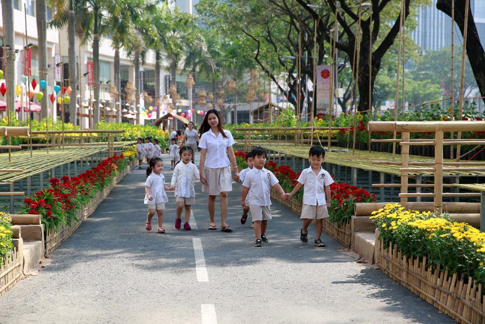 Háo hức khai mạc Hội chợ hoa xuân Phú Mỹ Hưng - Ảnh 6.
