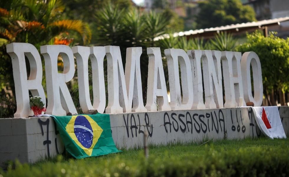 Vụ vỡ đập tại Brazil: Xác người bắt đầu nổi lên mặt bùn - Ảnh 3.