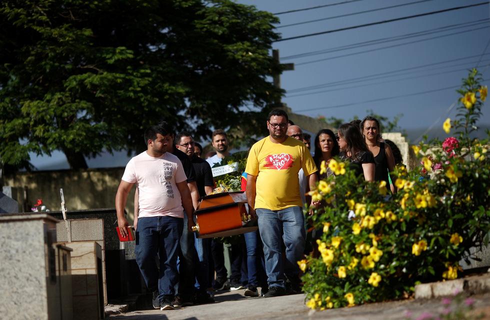 Vụ vỡ đập tại Brazil: Xác người bắt đầu nổi lên mặt bùn - Ảnh 9.
