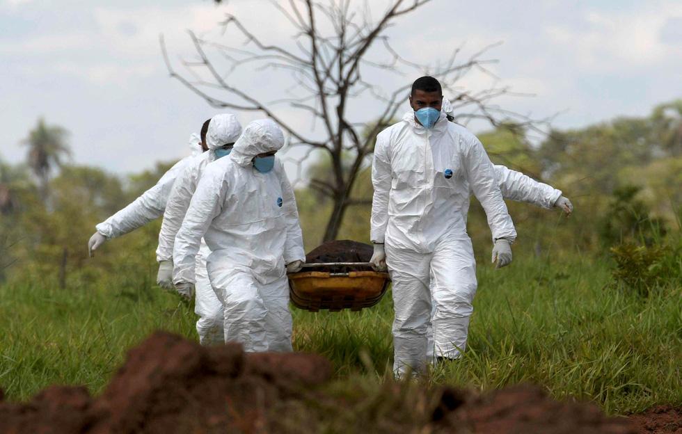 Vụ vỡ đập tại Brazil: Xác người bắt đầu nổi lên mặt bùn - Ảnh 2.