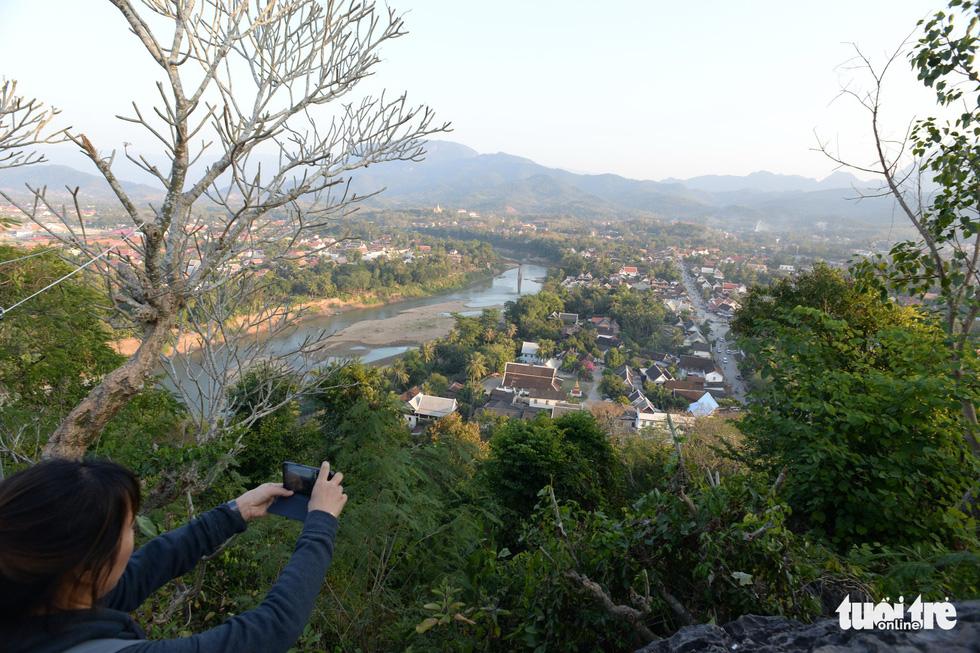 Bước 328 bậc lên núi ngắm mặt trời - Ảnh 7.