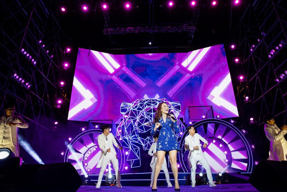 """Mỹ Tâm, Sơn Tùng, Đông Nhi khiến fan """"khản giọng"""" tại Tiger Remix 2019 - Ảnh 1."""