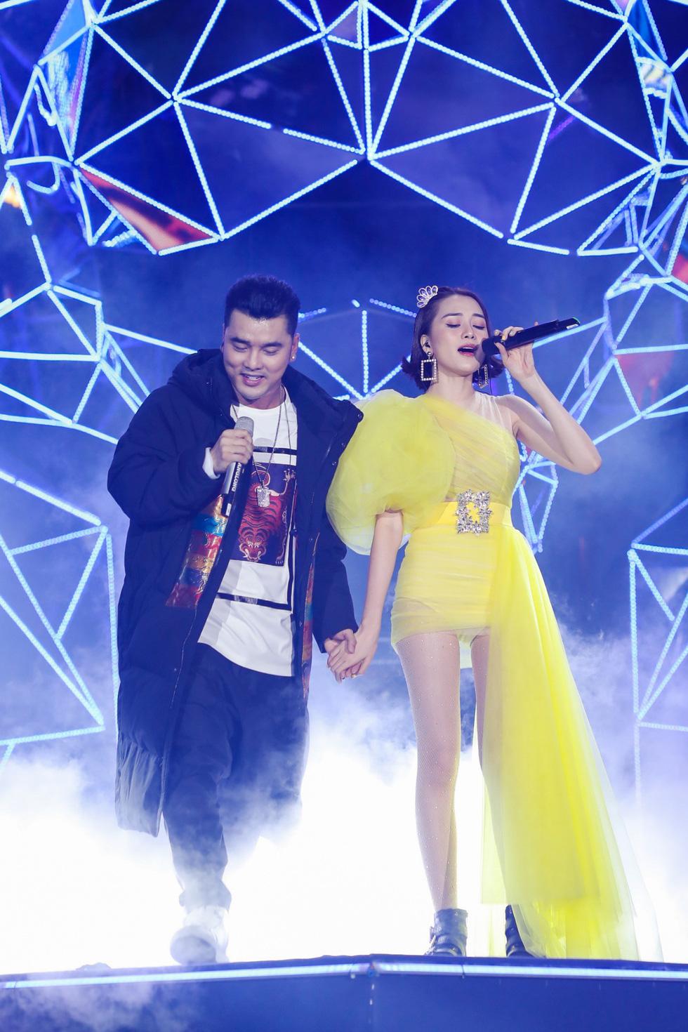 """Mỹ Tâm, Sơn Tùng, Đông Nhi khiến fan """"khản giọng"""" tại Tiger Remix 2019 - Ảnh 3."""
